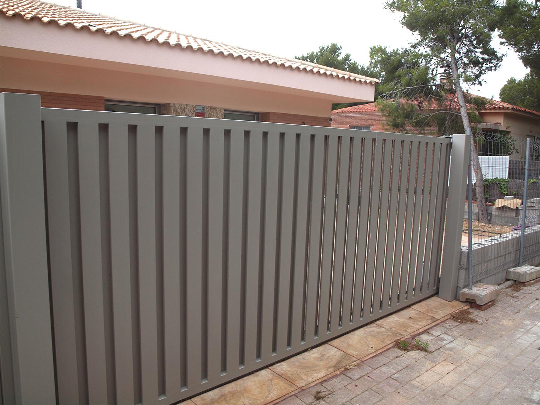 Puertas correderas de hierro gallery of de alta calidad for Puertas hierro exterior