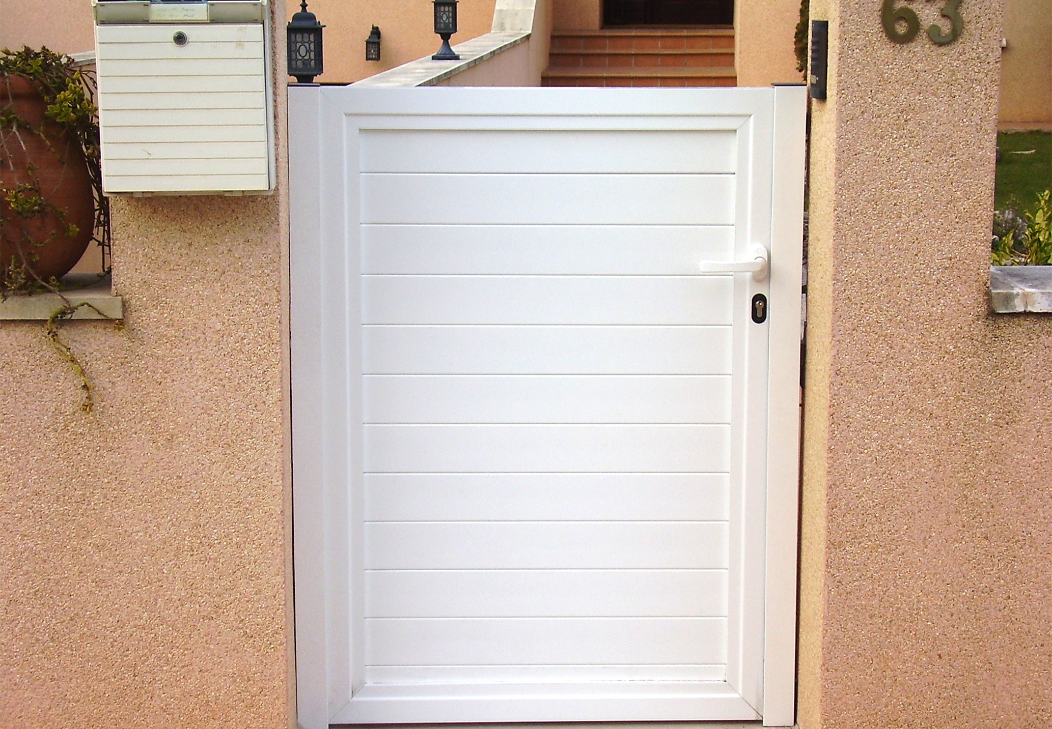Puertas metalicas exterior jardin perfect simple puertas for Puertas metalicas exterior
