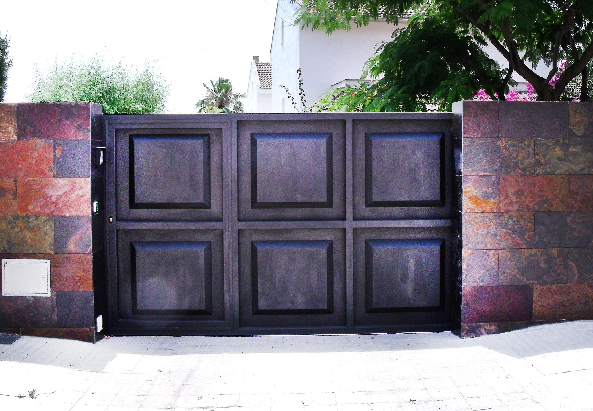 Puerta corredera exterior jardin cheap puerta garaje de - Puertas de madera para jardin ...